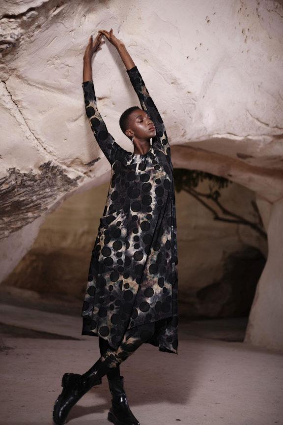alembika-herbst-wintermode-damen-kleid gepunktet