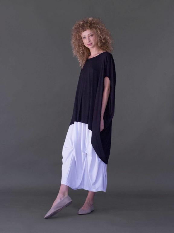 AMMA_Frühjahr_Sommer 2022 Skirt and Shirt black and white