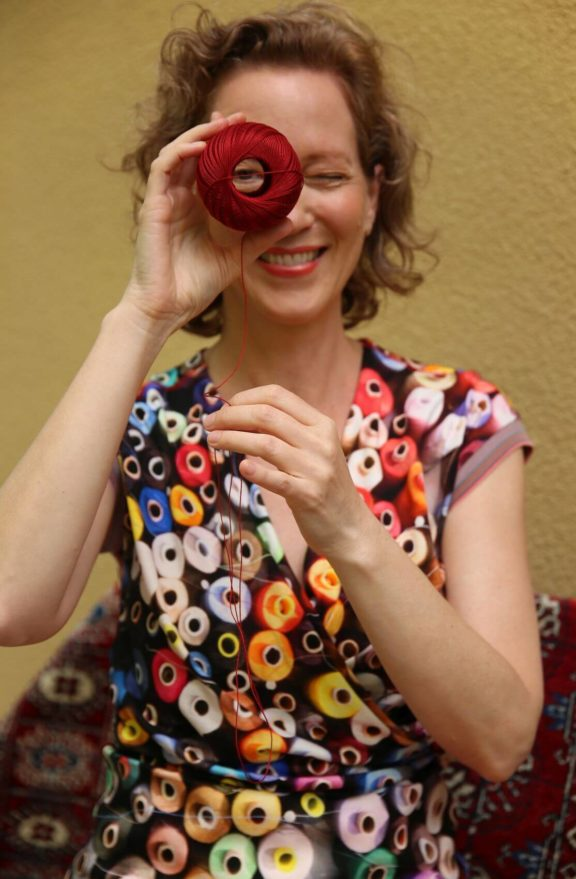 Icke BERLIN_Frühjahr_Sommer 2022 Kleid roter Faden